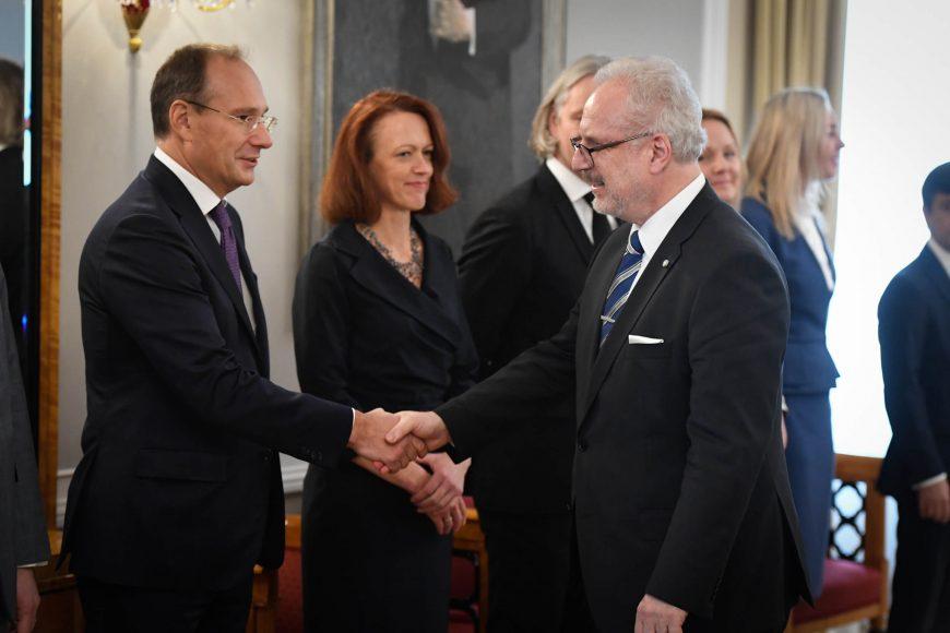 valsts-prezidents-egils-levits-tiekas-ar-finanu-nozares-asocicijas-prstvjiem_48859134143_o