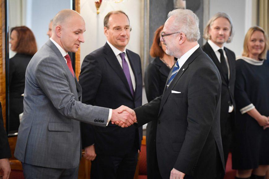 valsts-prezidents-egils-levits-tiekas-ar-finanu-nozares-asocicijas-prstvjiem_48859490936_o